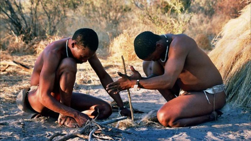 why-you-should-fast-occasionally-hunter-gatherer-building-fire