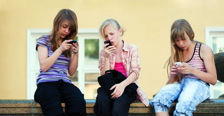 teenage-girls-on-smartphones-inactive